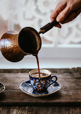 pouring-the-Turkish-coffee